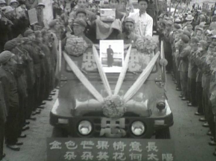 1968年10月23日,攀枝花人欢欣鼓舞地迎接毛主席赠送的珍贵礼物——芒果 1