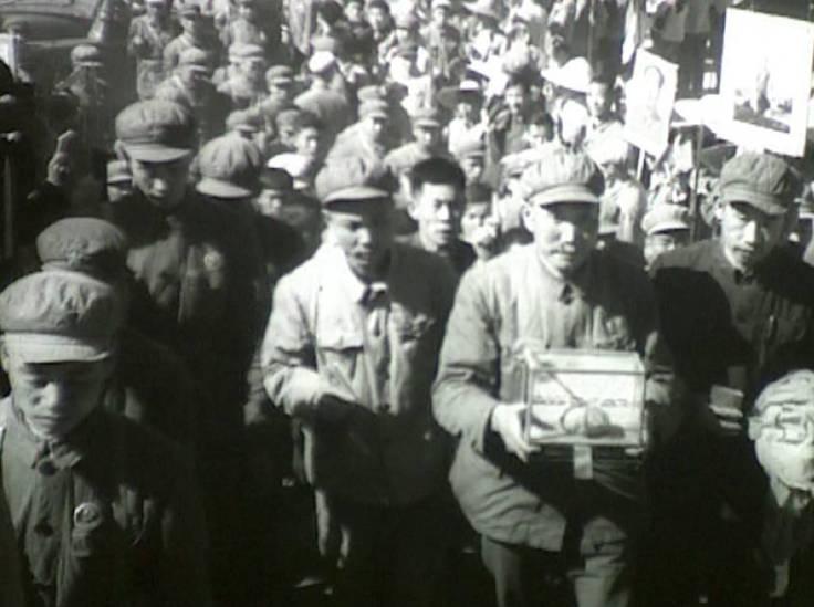 1968年10月23日,攀枝花人欢欣鼓舞地迎接毛主席赠送的珍贵礼物——芒果 2