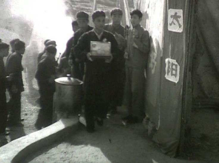 1968年10月23日,攀枝花人欢欣鼓舞地迎接毛主席赠送的珍贵礼物——芒果 3