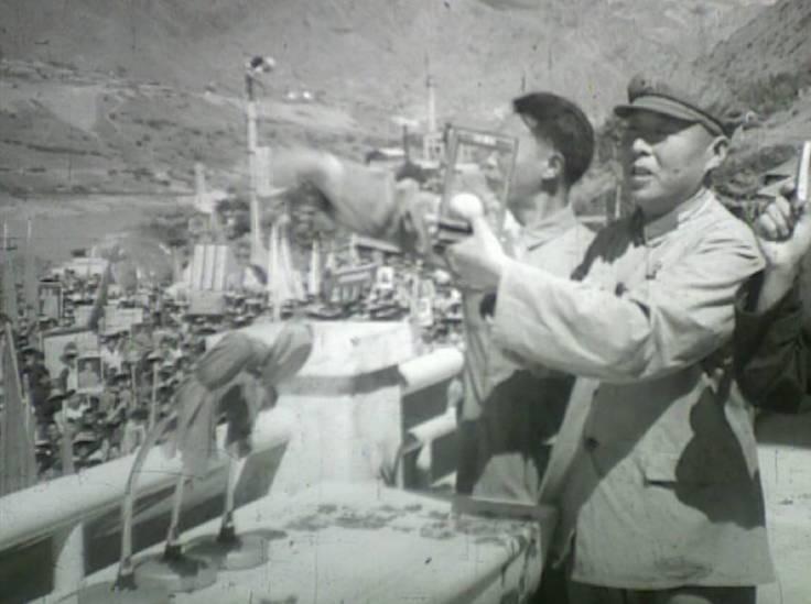 1968年10月23日,攀枝花人欢欣鼓舞地迎接毛主席赠送的珍贵礼物——芒果 4