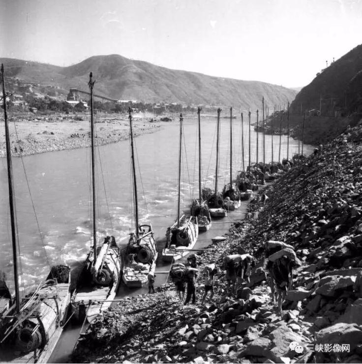 湖北,郧县,70年代中期,船舶运输队为黄龙滩电站运送生产物资