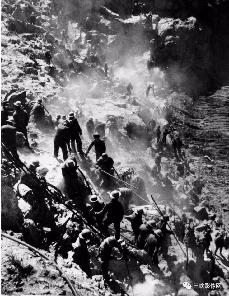 湖北,郧县,70年代中期,黄龙滩电站开挖大队出台四十台风钻进行开挖大会战